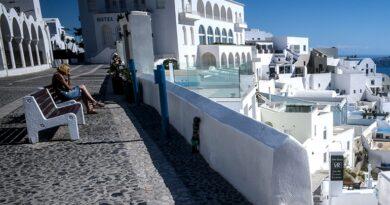 Βουλιάζει ο τουρισμός